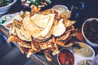 food-lunch-mexican-nachos